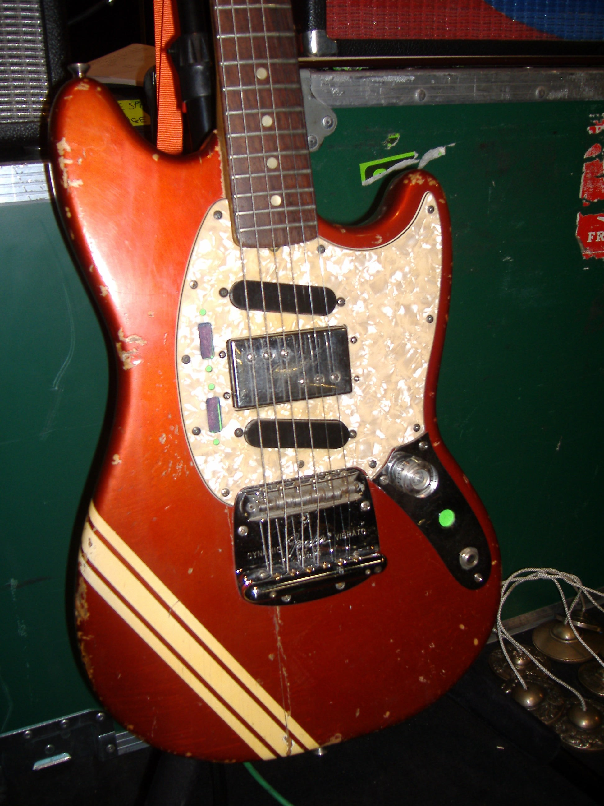 sonic youth gear guide fender mustang red. Black Bedroom Furniture Sets. Home Design Ideas